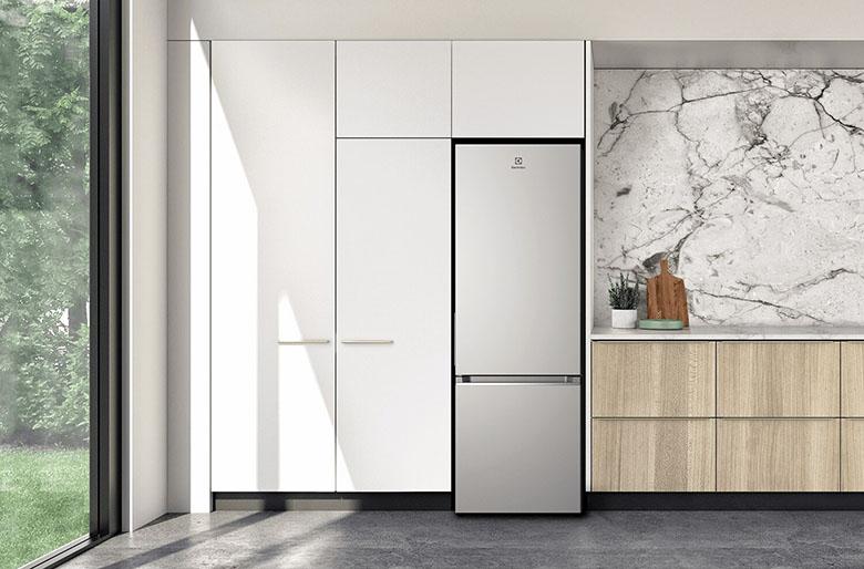 Tủ lạnh Electrolux Inverter 308 lít EBB3402K-A