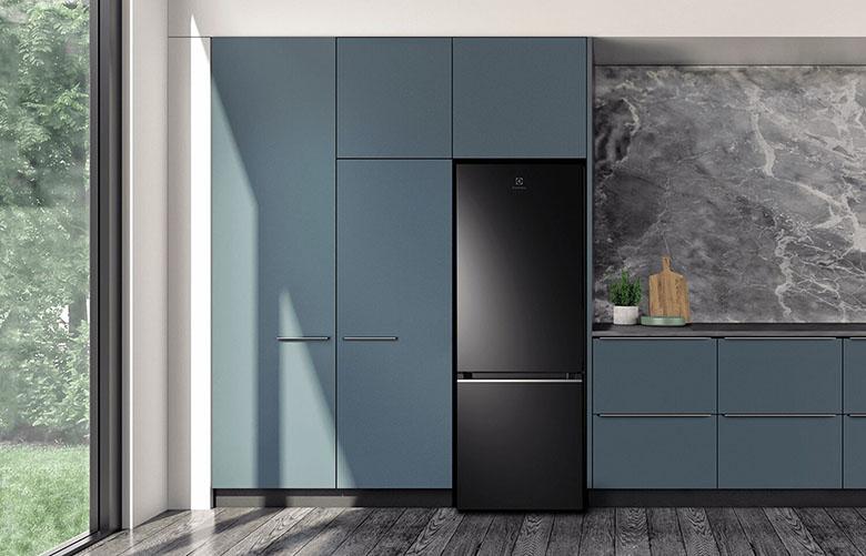 Tủ lạnh Electrolux Inverter 308 lít EBB3402K-H